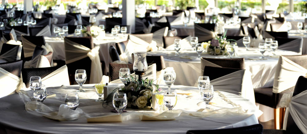 There are a few ways to keep your guests happy at your wedding.