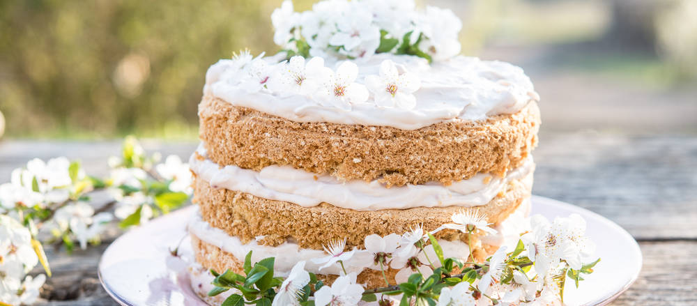 Naked cakes continue to enjoy popularity at Canadian weddings, and may be just the right dessert option for your nuptials.