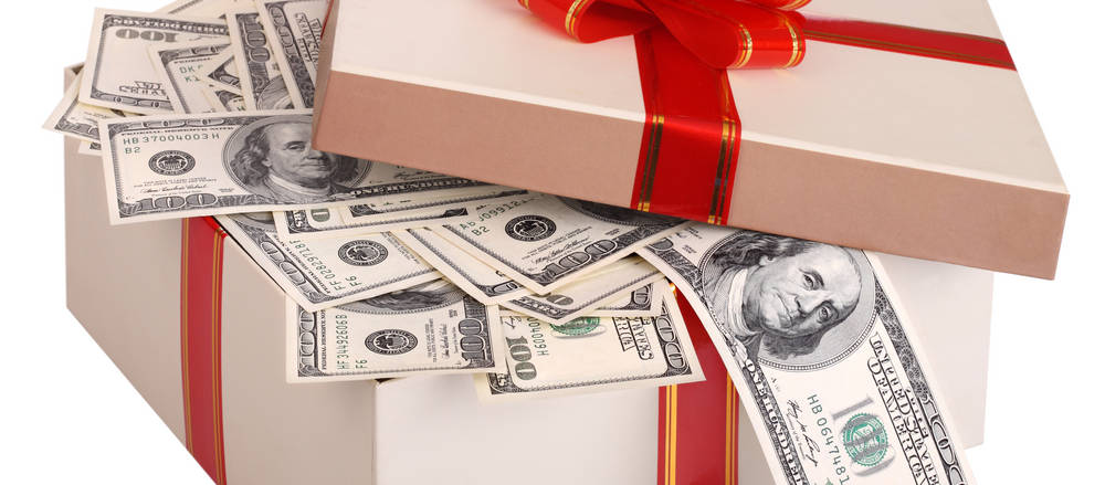 When it comes to wedding gift-giving, there are many ways you can commit an accidental etiquette misstep, so knowing some basic guidelines can help.