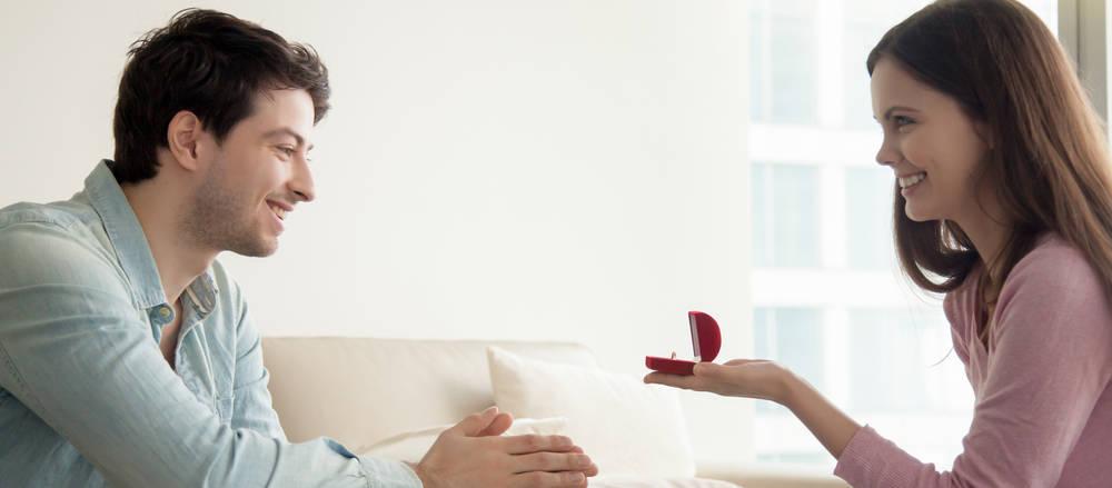 woman proposing to boyfriend